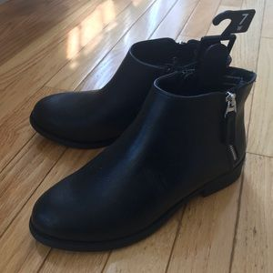 NWT Ankle booties